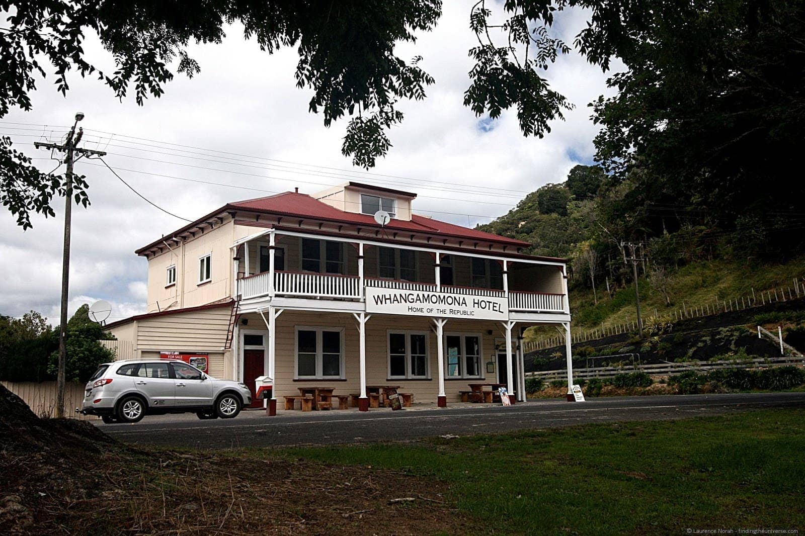 Whangamomna Hotel New Zealand