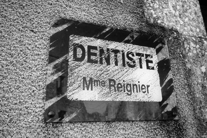 Dentist sign Oradour Sur Glane