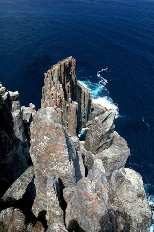 Tip of Cliffs of Cape Raoul walk tasmania