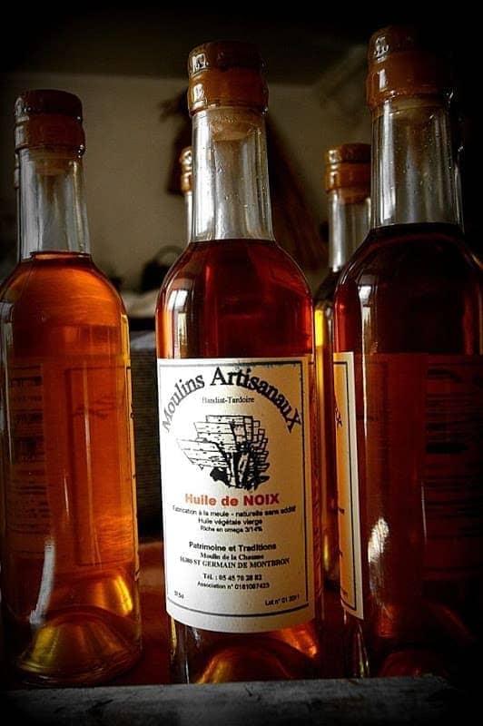 Walnut oil in bottle.png