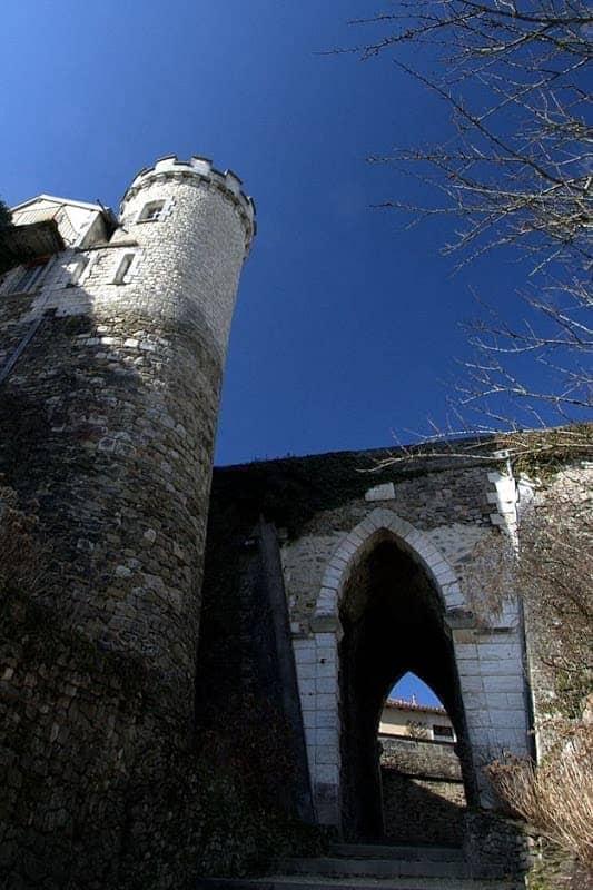 Nontron castle arch blue sky.png