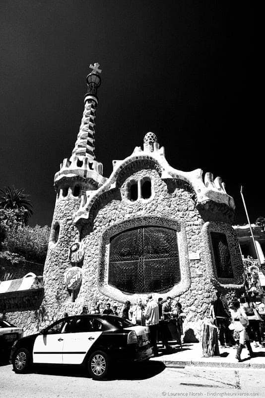 Parc guell entrance buildings barcelona gaudi 2