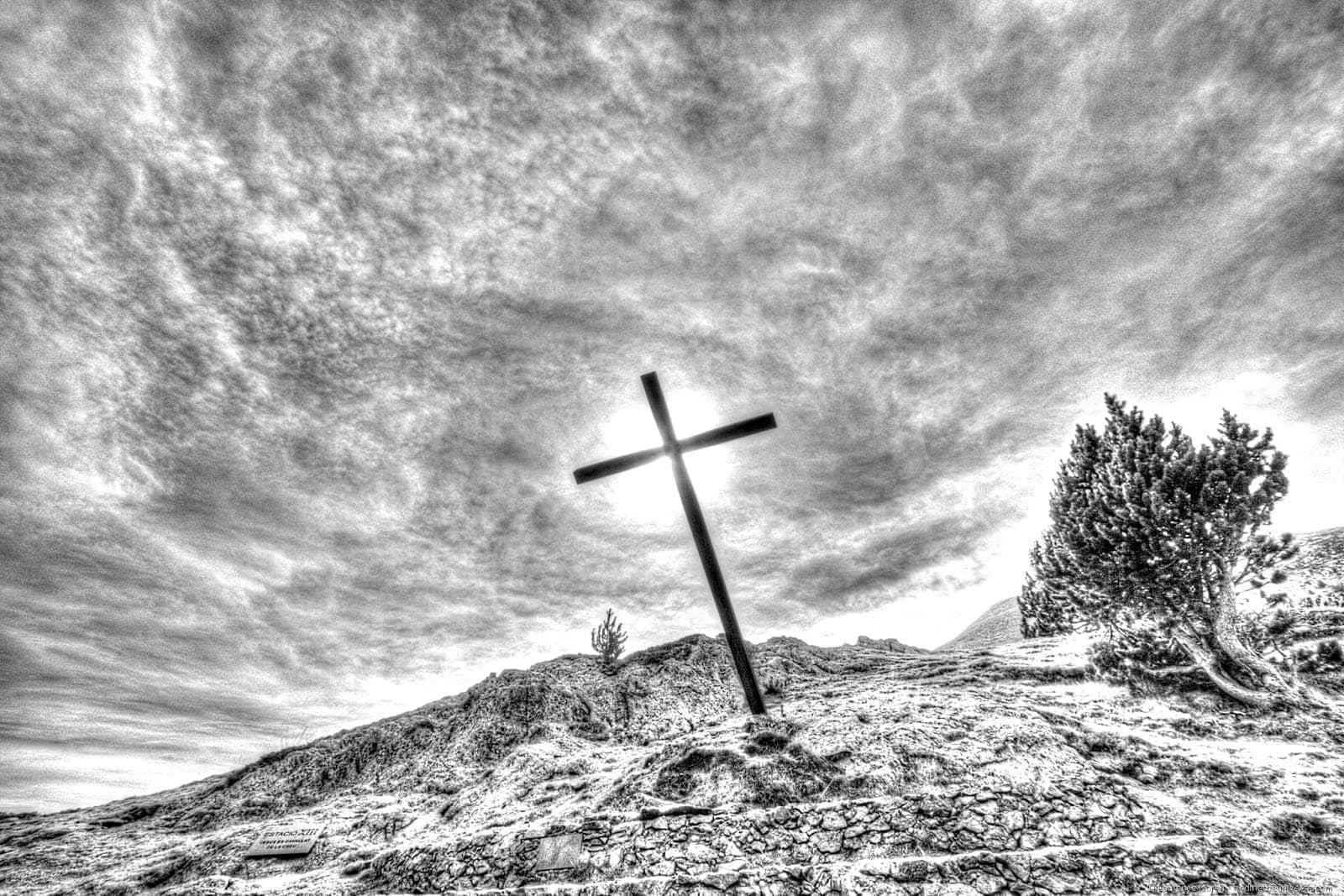 Cross HDR_black and white