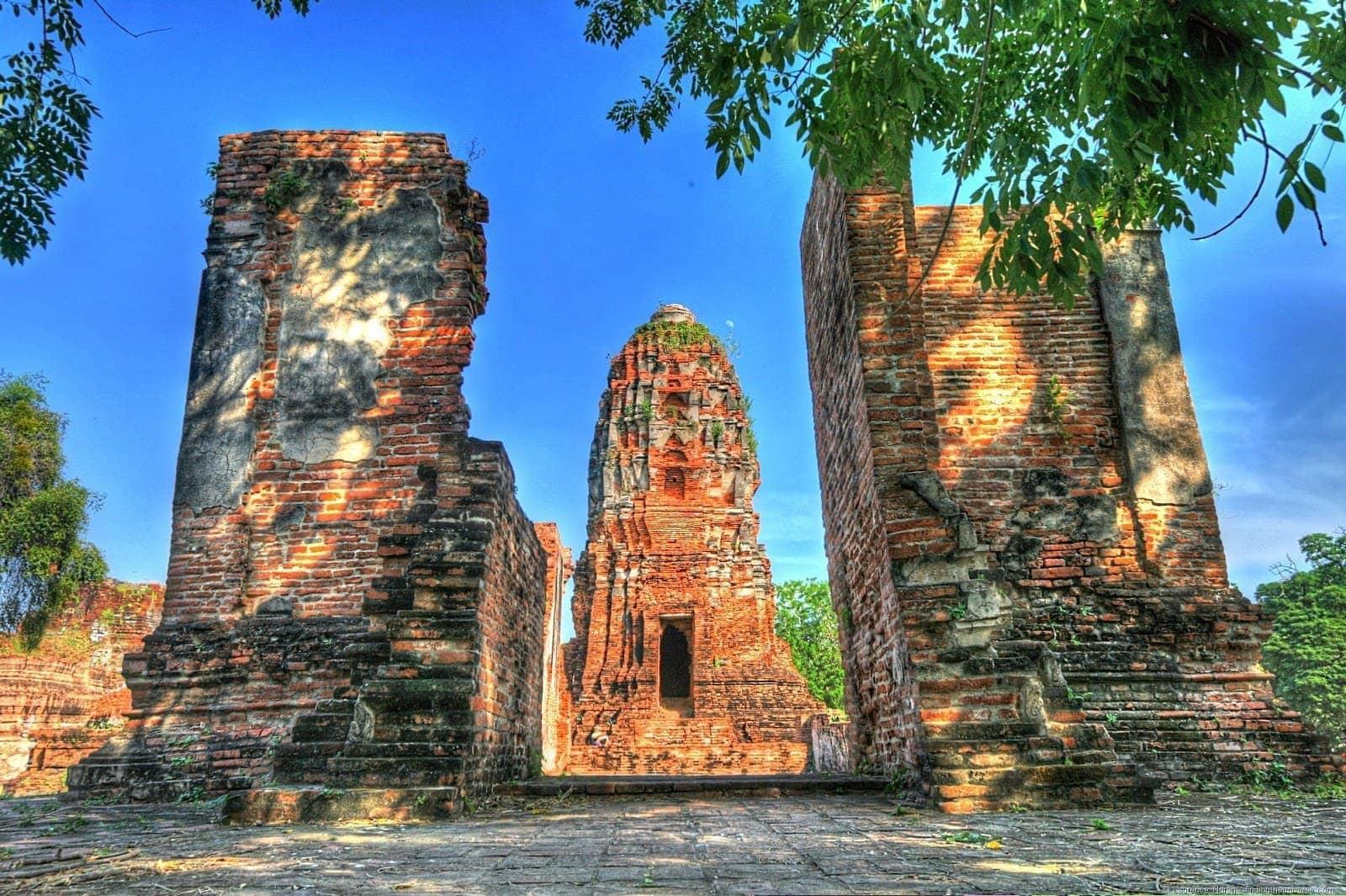 Wat Mahathat ruins temple Ayutthaya thailand 2