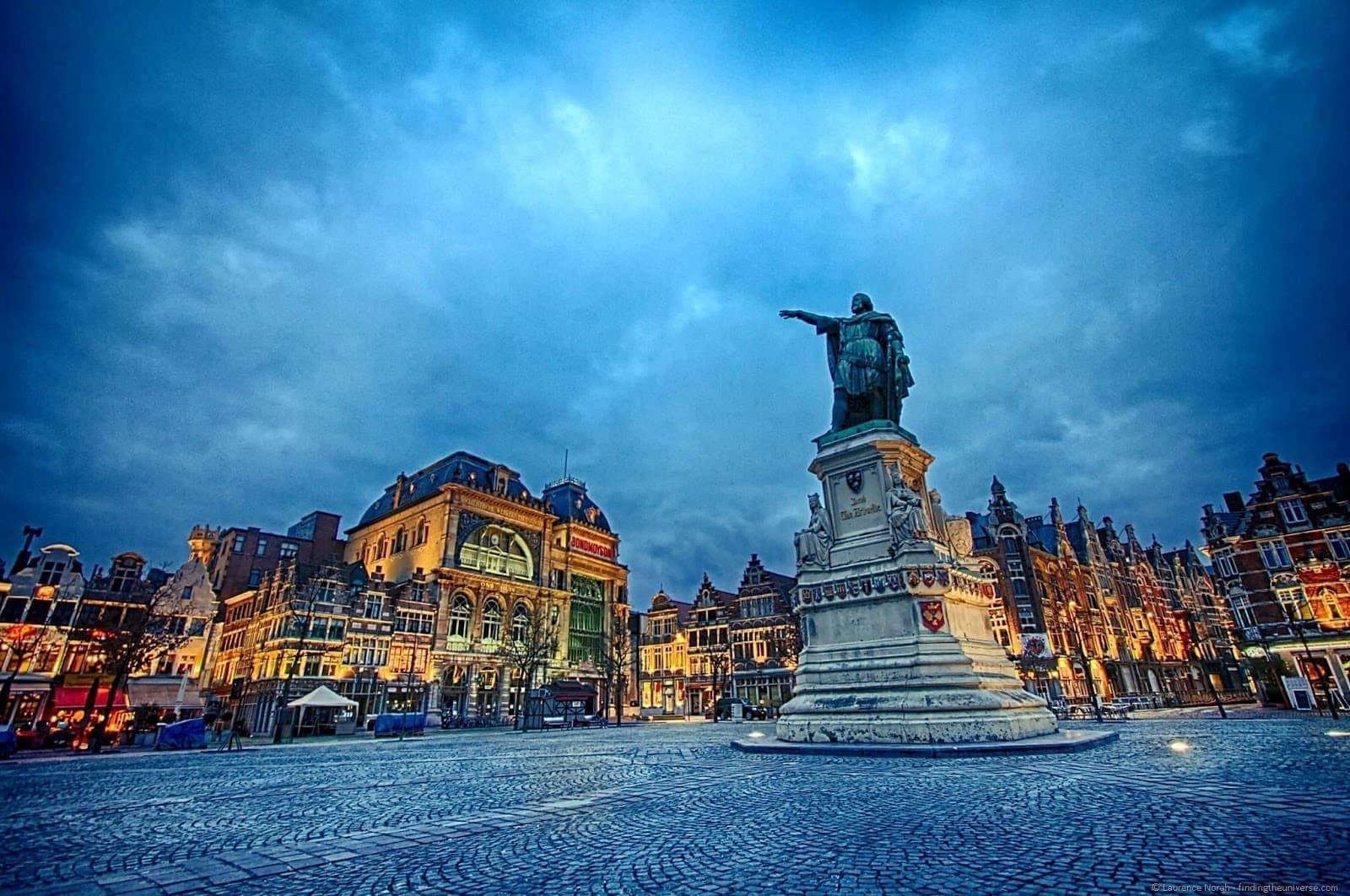 Statue in Ghent