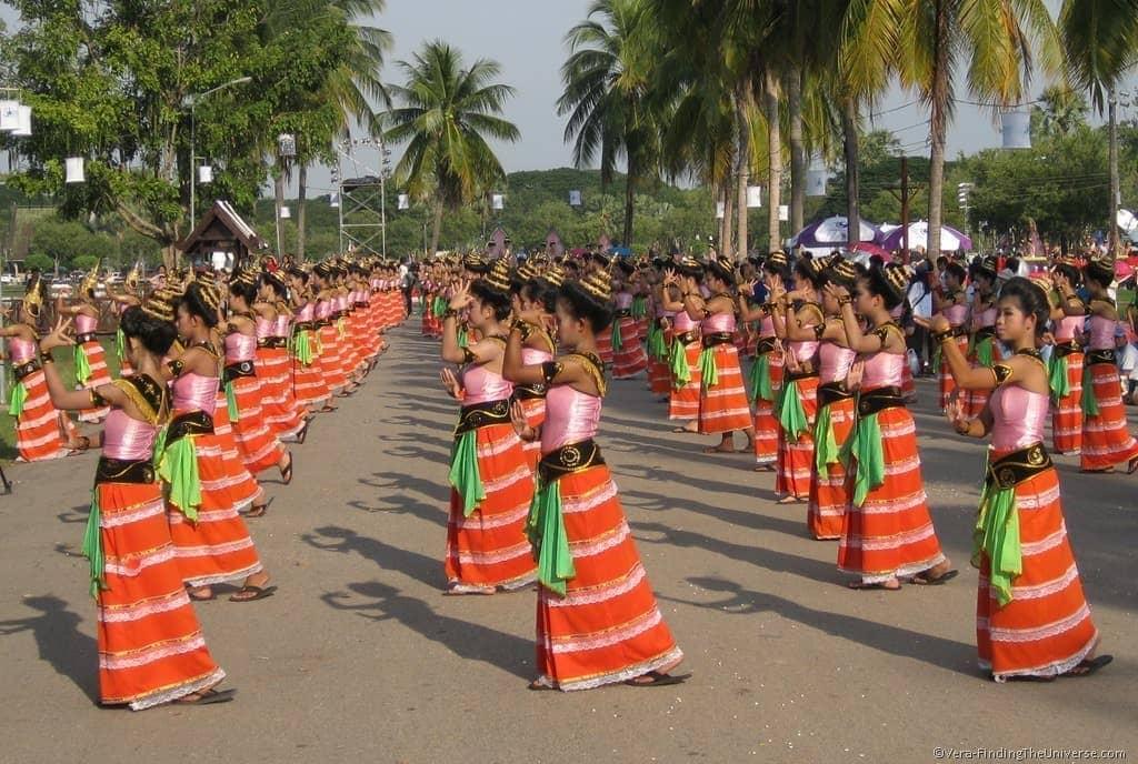 Sukhothai Parade Dancing