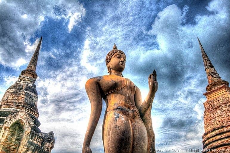 Two wats one statue hdr