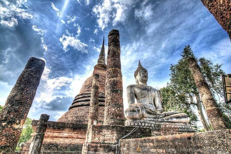 Wat and statue Sukhothai HDR