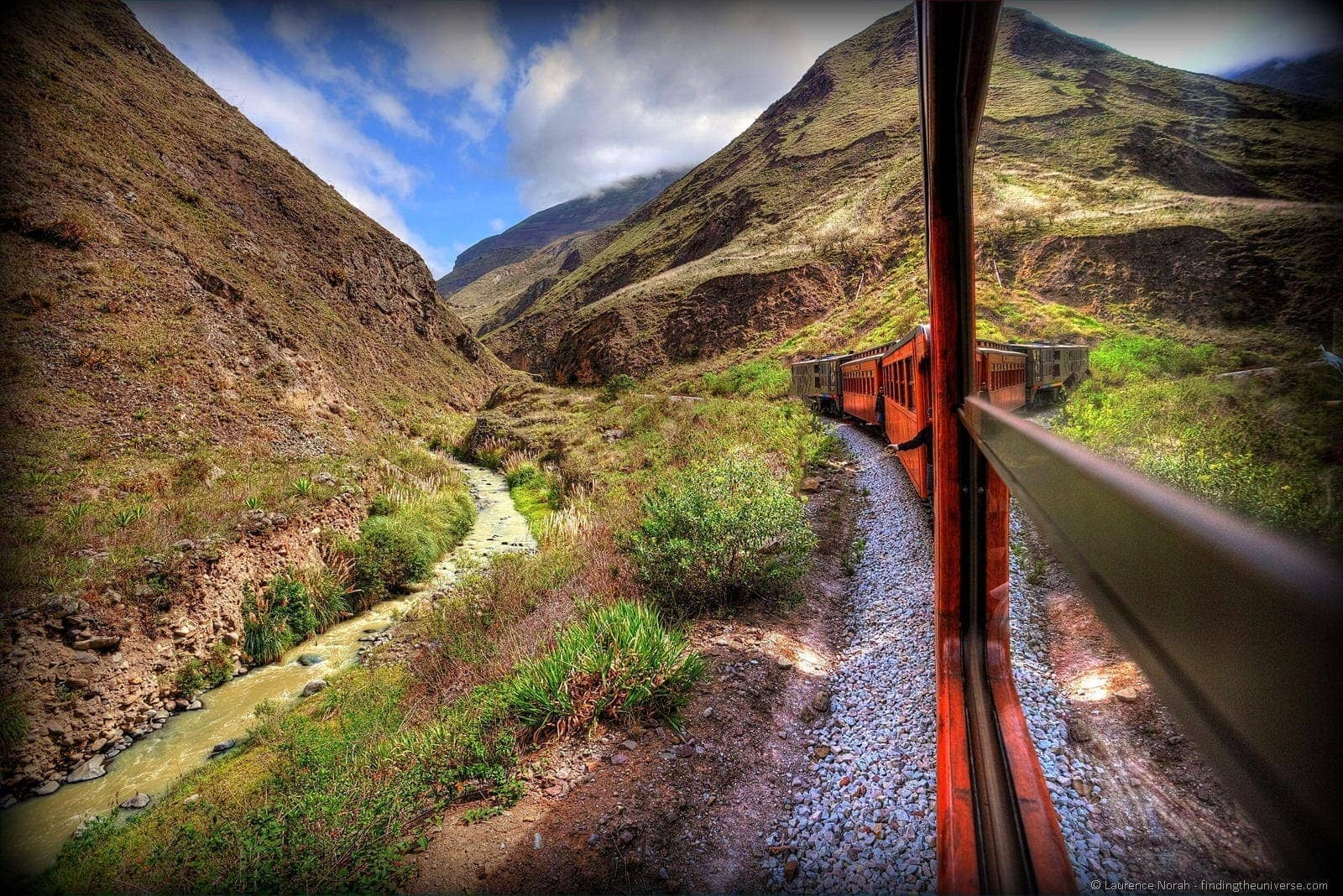 Train devils nose Ecuador Alausi view 2