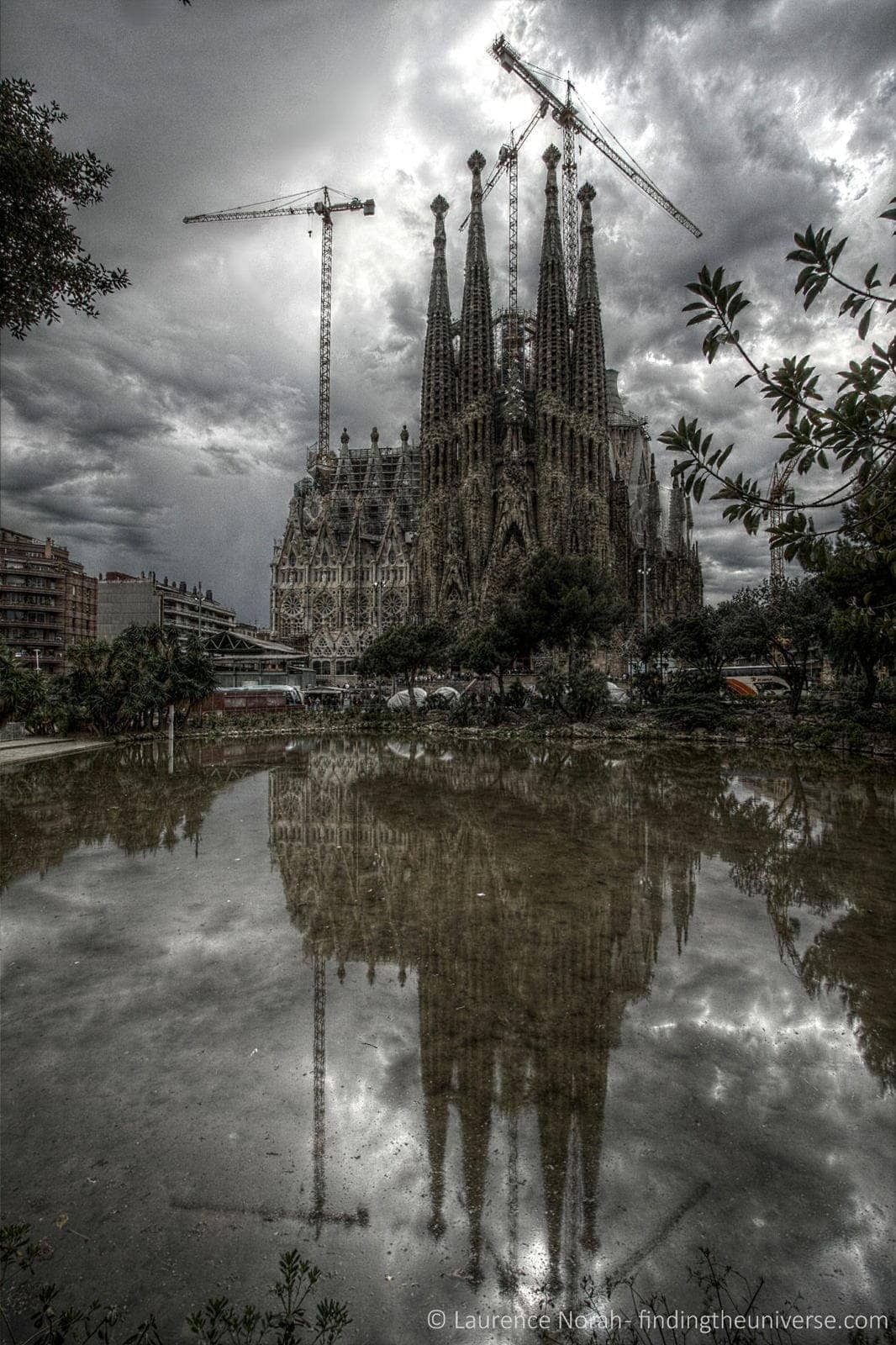 Sagrada Familia outside reflection 2 scaled