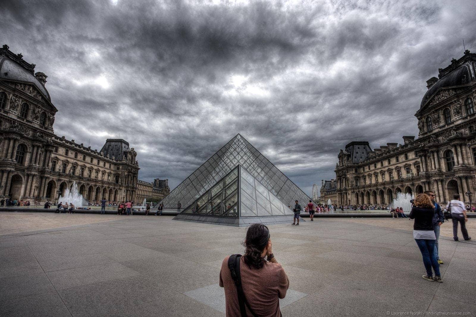 Dan Louvre Paris