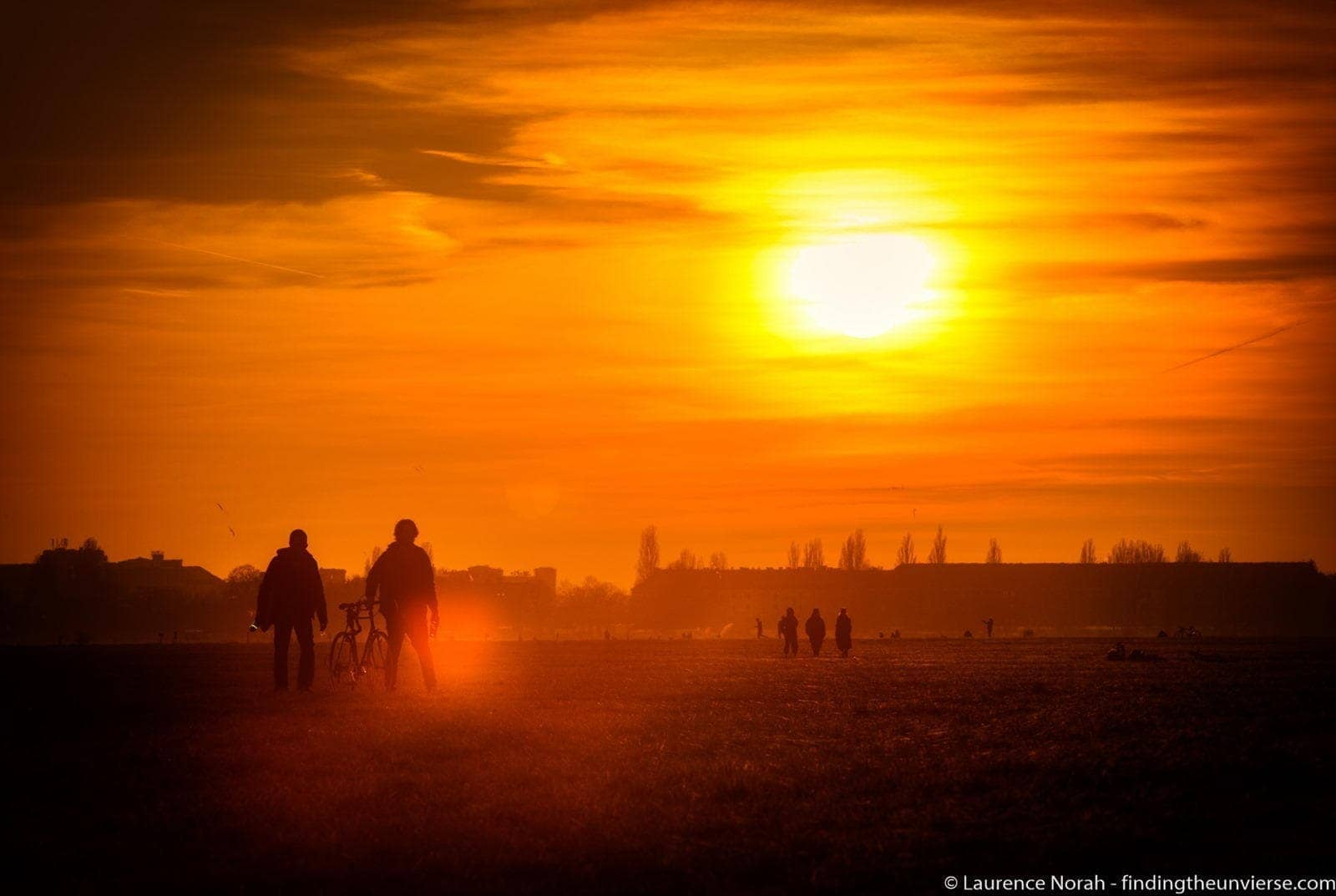 walkers at sunset tempelhof2 scaled