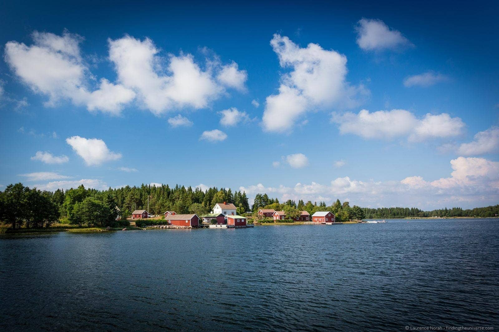 houses by lake finland