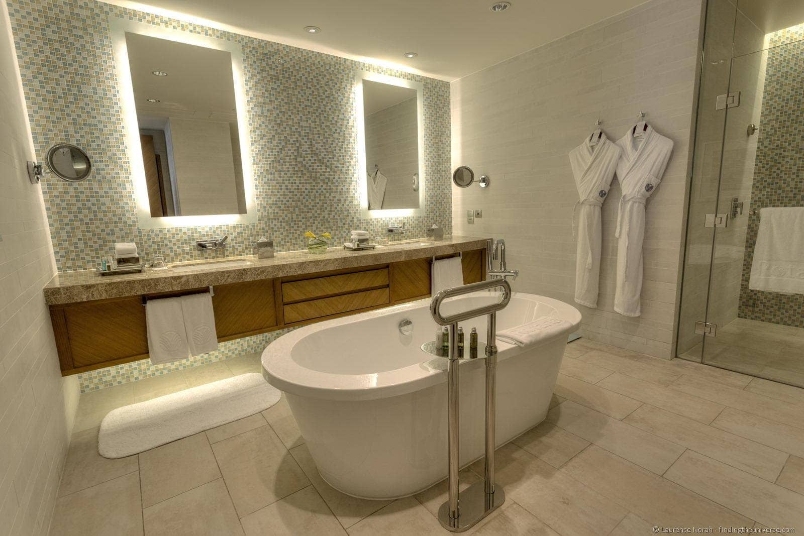 Rotana room bathroom