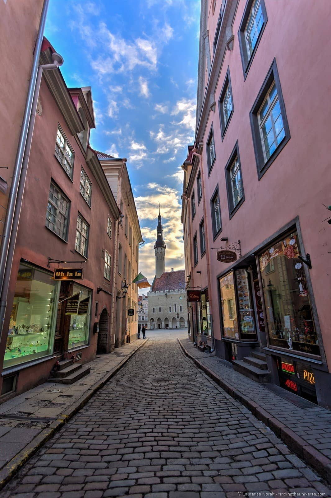 1 day in tallinn -cobbled streets and town square