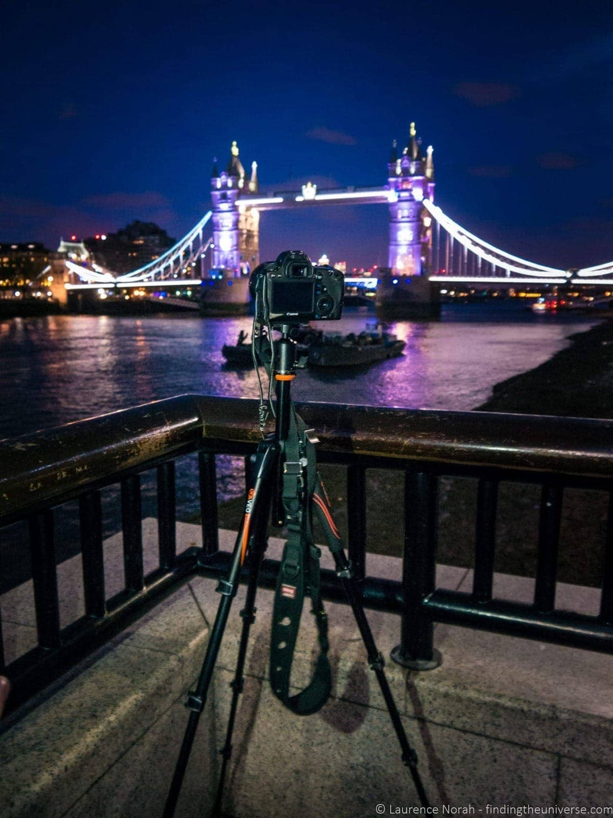 Vanguard tripod in front of tower bridge at night
