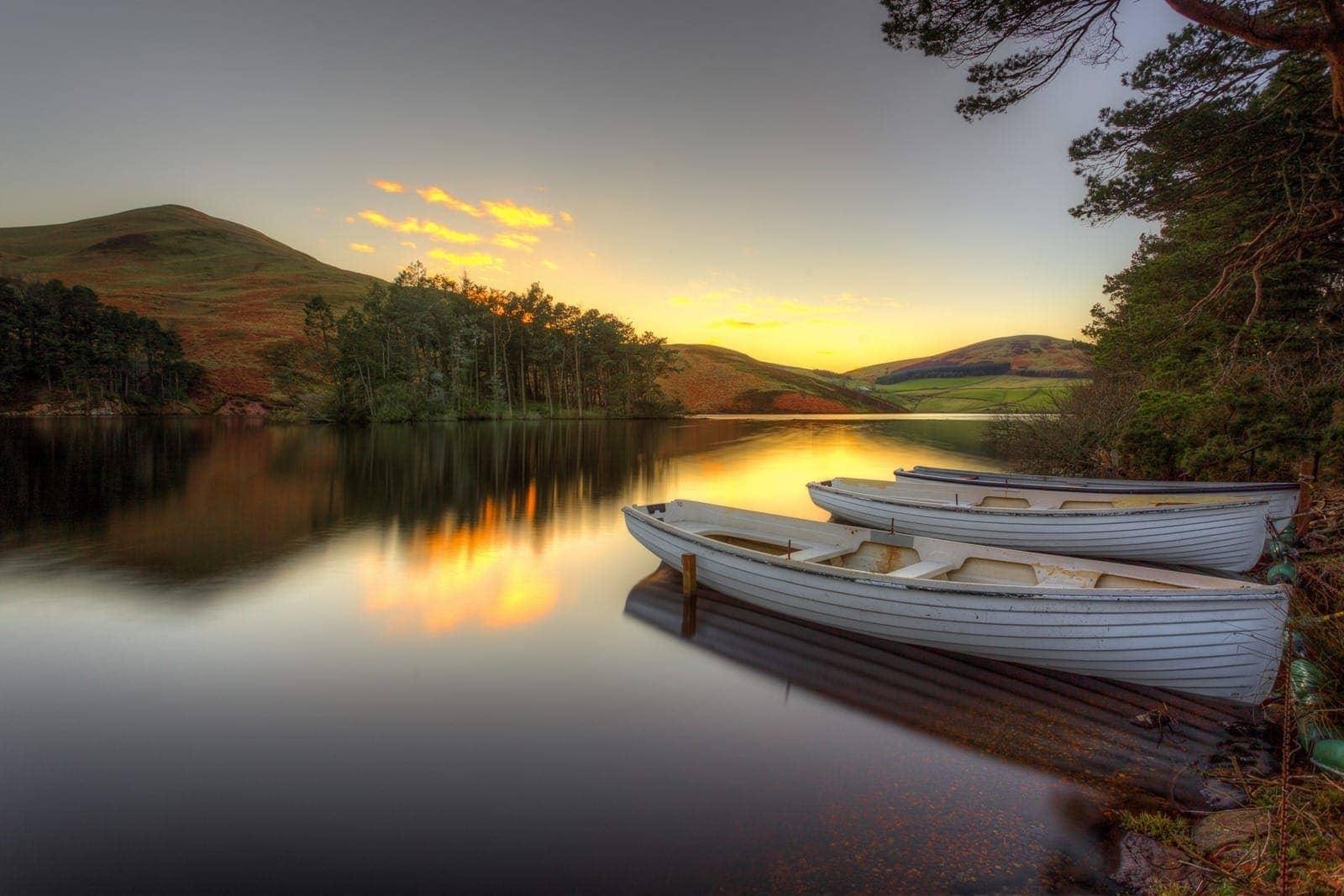 Pentland sunset resevoir boats