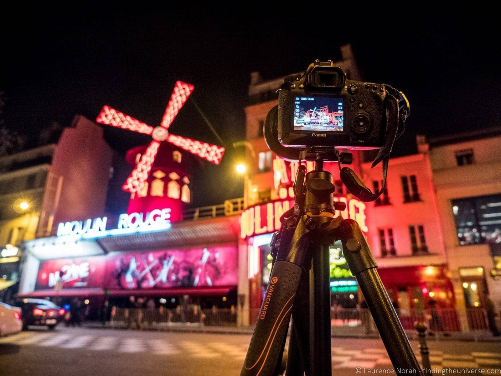 VEO tripod moulin rouge