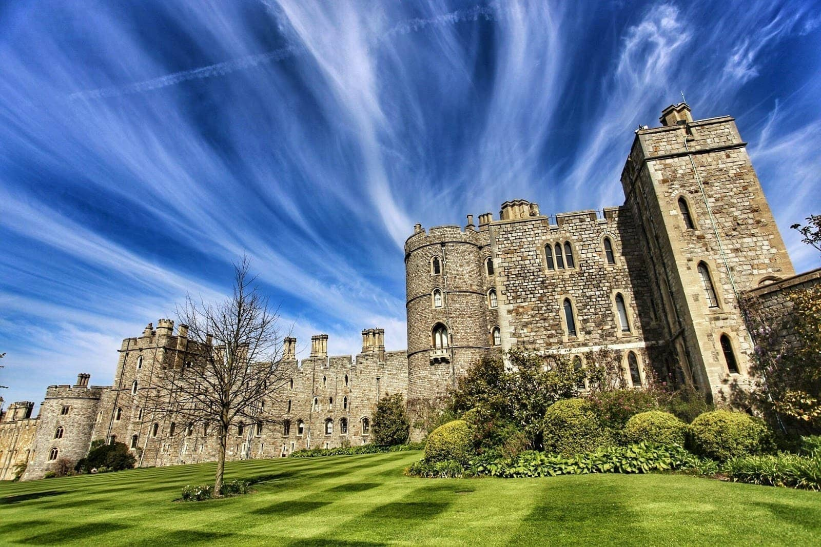 Windsor castle nearest tube