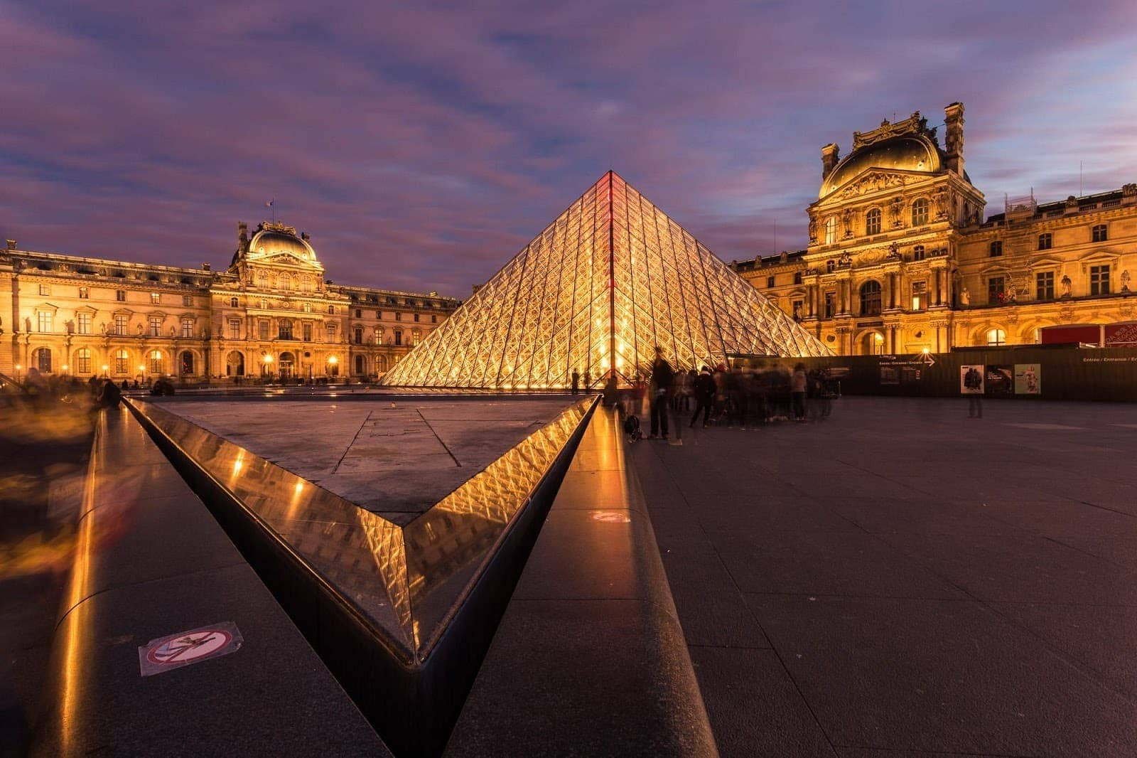 Airbnb alternatives: Louvre Paris Dusk