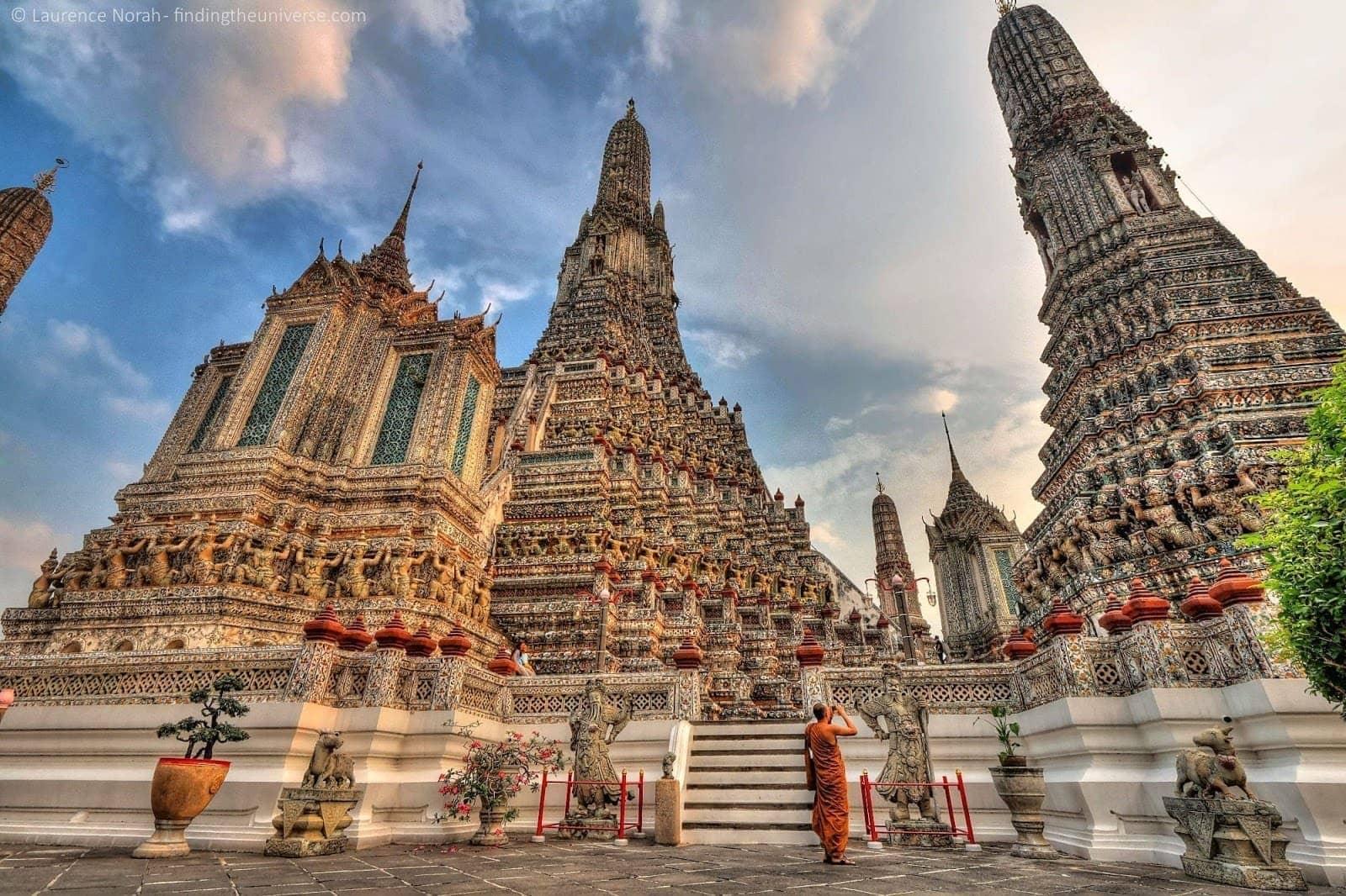 monk thailand wat arun scaled