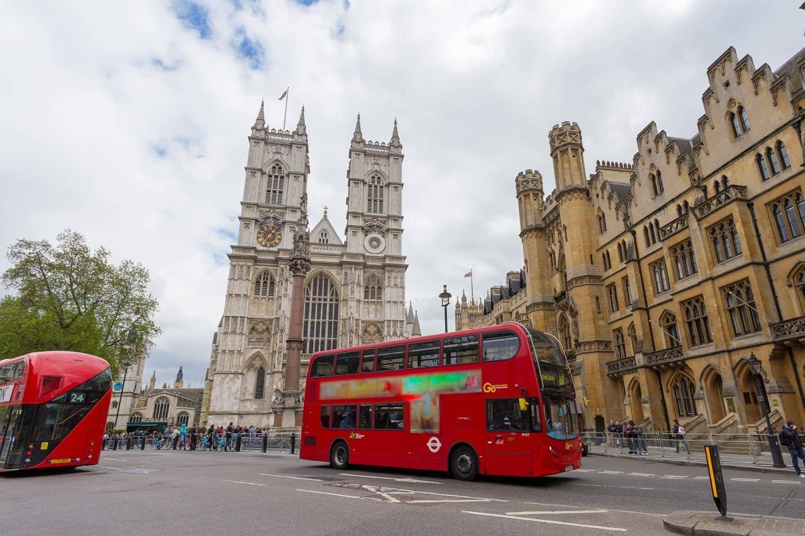 London bus westminster abbey_by_Laurence Norah