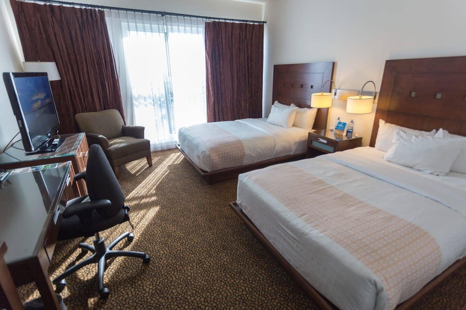 Meterra Hotel Edmonton by Laurence Norah-2