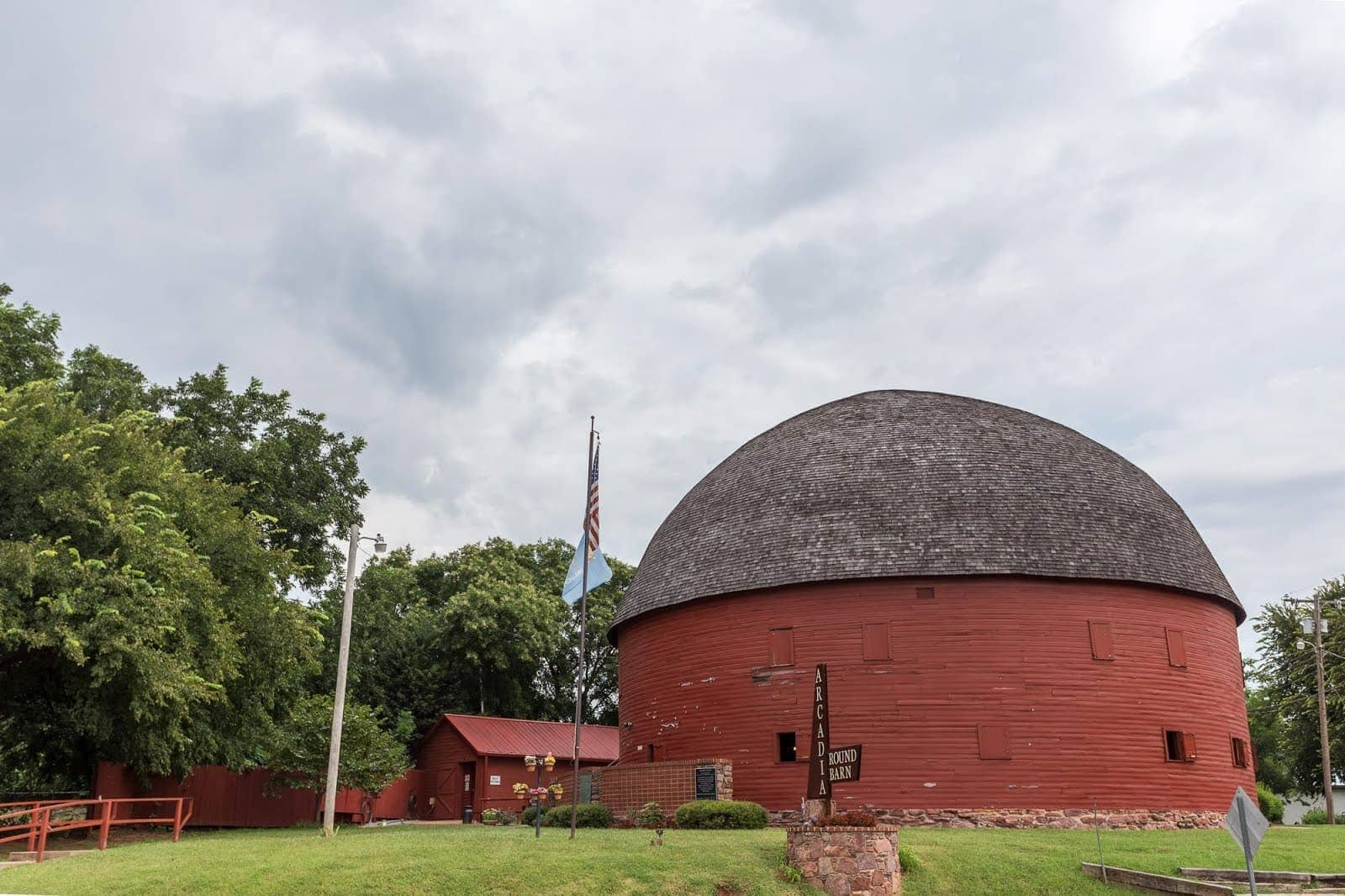Round barn Arcadia Route 66 Oklahoma_by_Laurence Norah