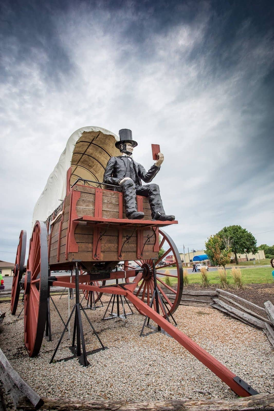 Giant Wagon Lincoln Route 66 Illinois_by_Laurence Norah