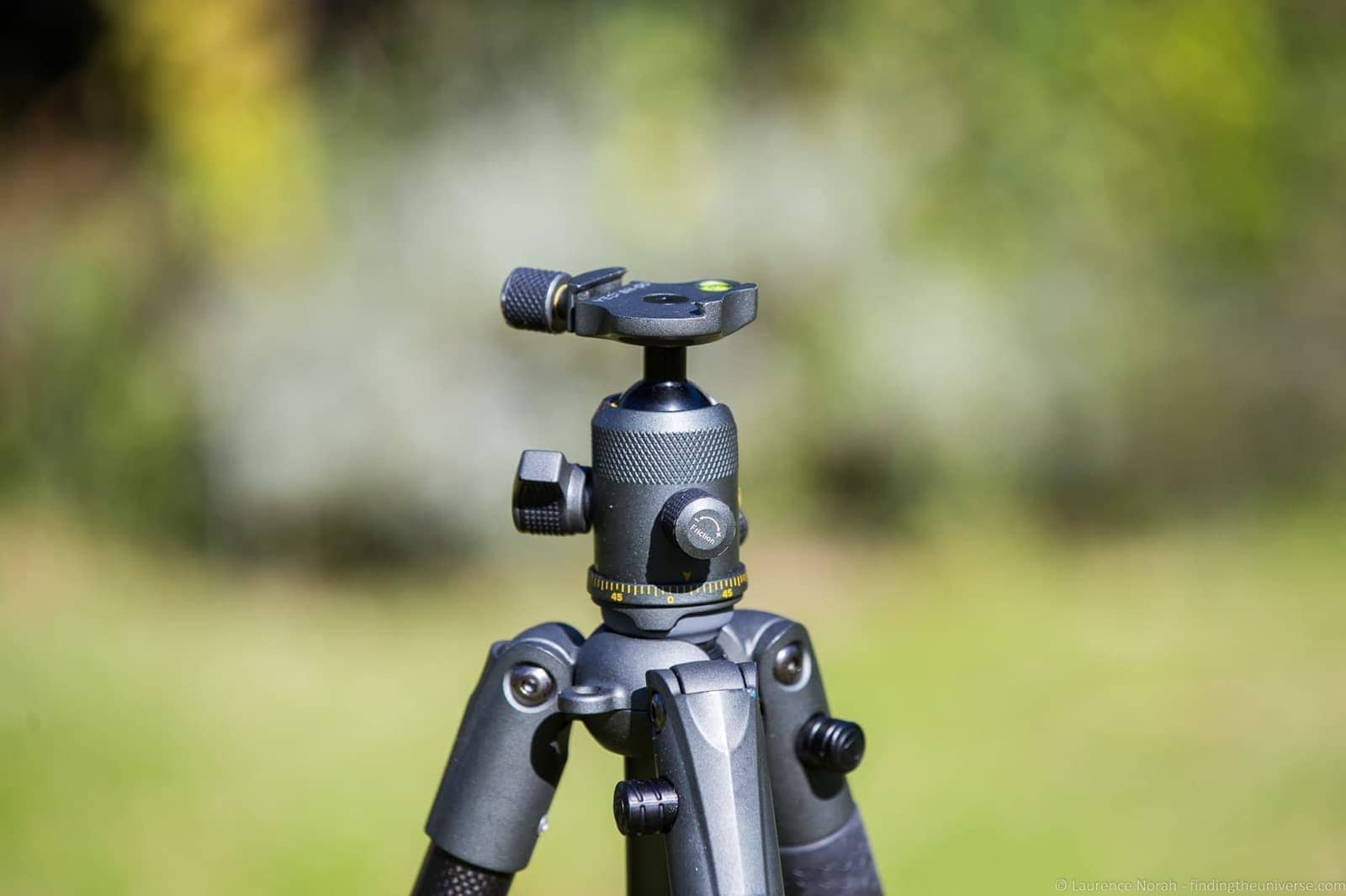 VEO 2 tripod up close