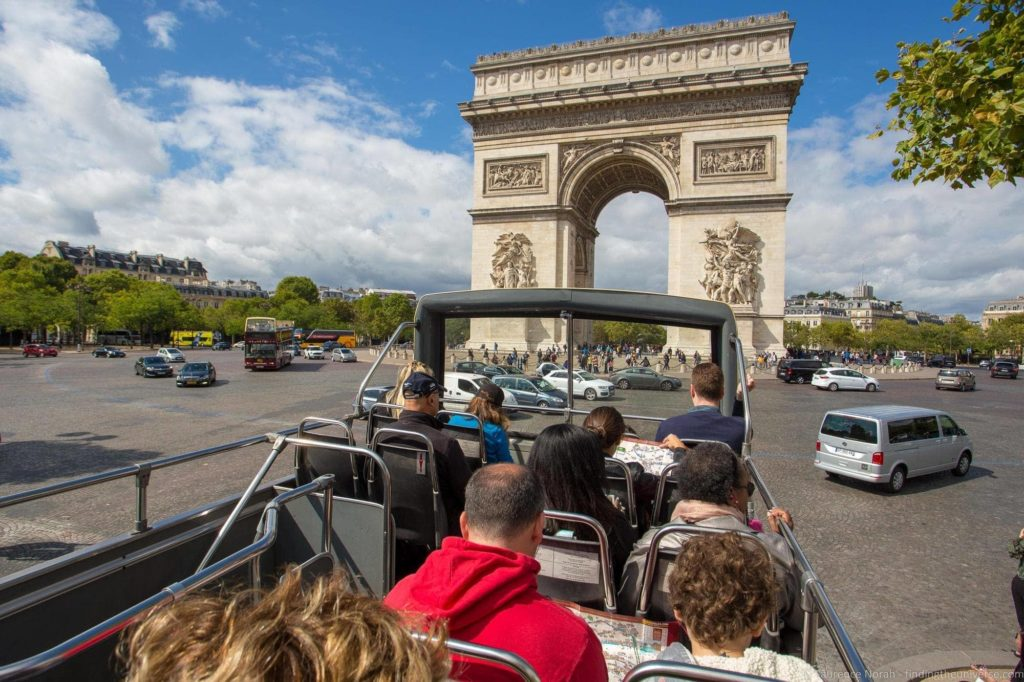 3 days in Paris - Paris Hop on Hop Off Bus_by_Laurence Norah-2