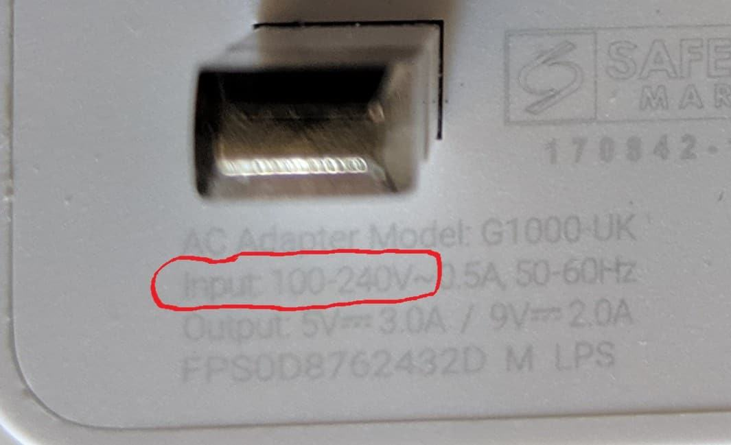 Voltage labelling on plug