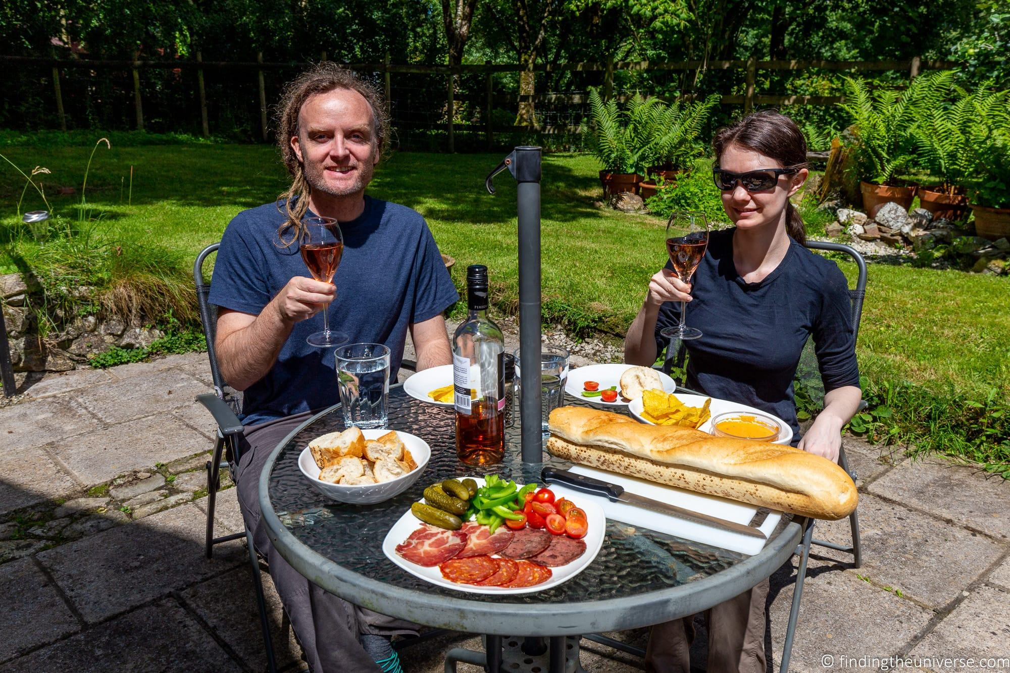 Outdoor dining holiday cottage