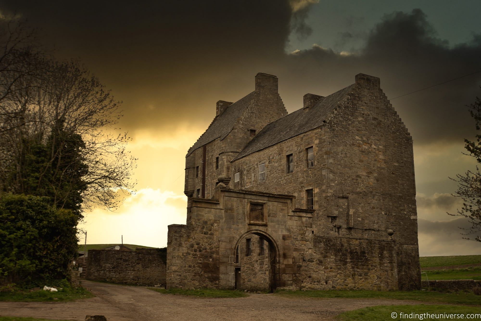 Outlander Filming Location - Midhope castle